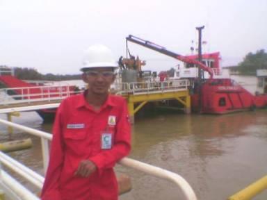 foto waktu di sumur minyak